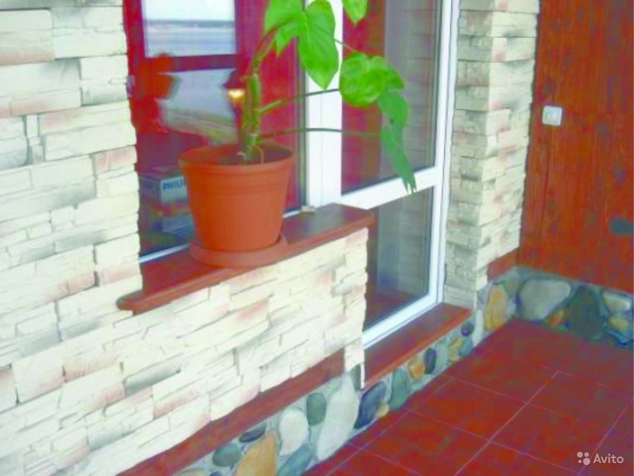 Декоративный камень на балконе.