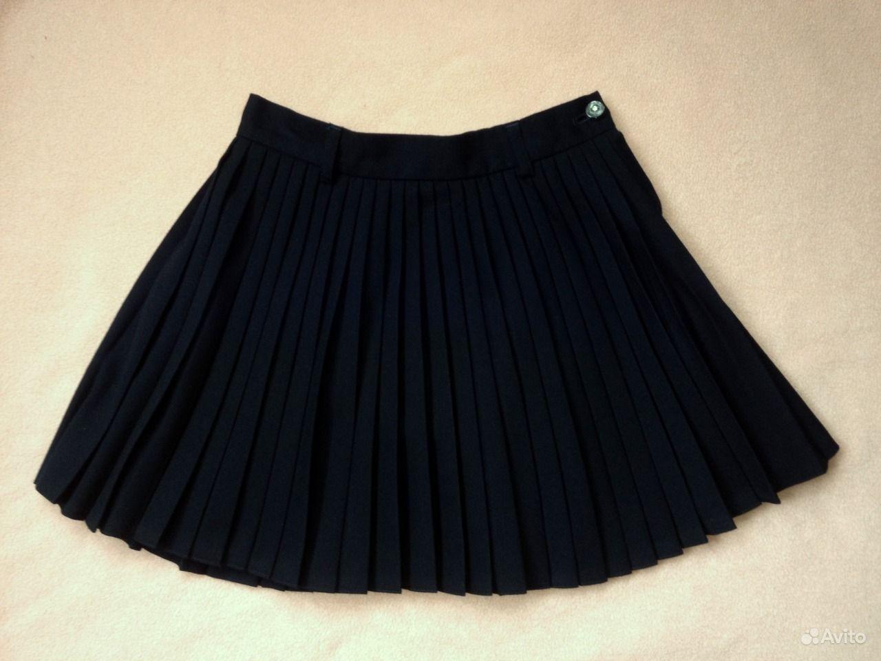 Фото подняла форменную юбку 9 фотография