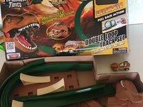 Дорога с динозавром